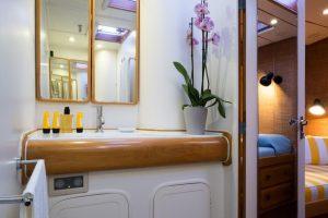 Tess-03-bathroom